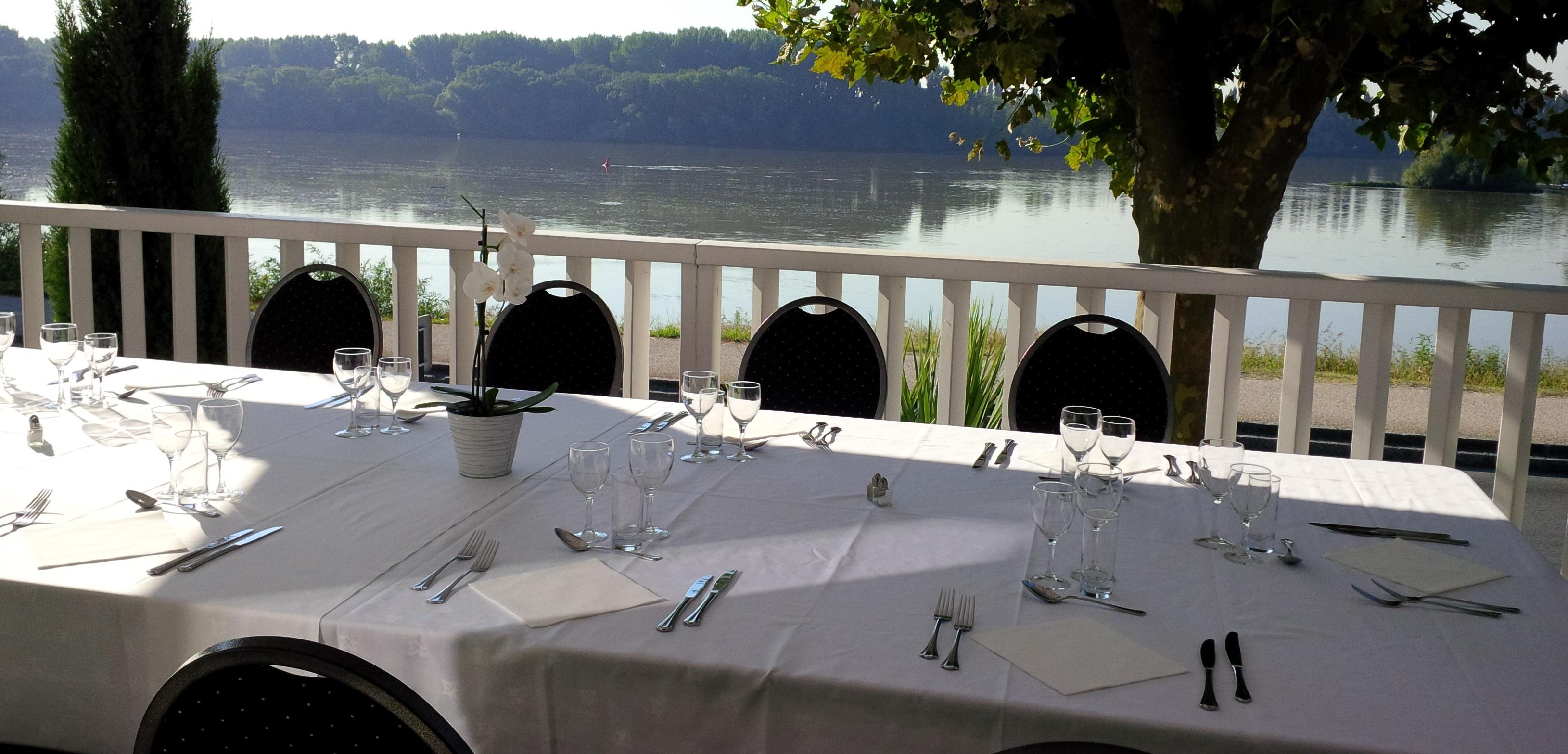 journée-détude-déjeuner-en-terrasse-vue-Loire-Copie-2